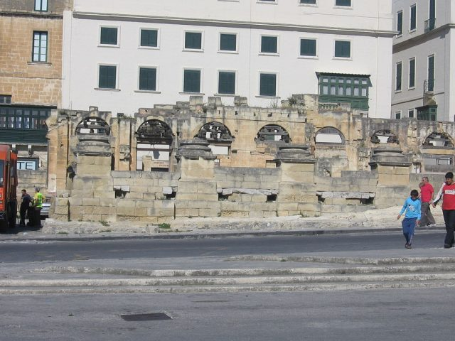 The ruins of the Opera House, in 2006. Author:MasturbiusCC BY-SA 3.0