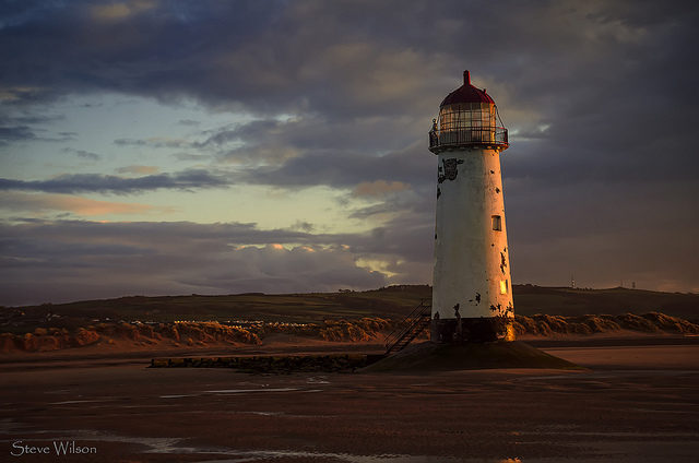 At sunset – Talacre Lighthouse, Wale.Steve Wilson, CC-BY 2.0