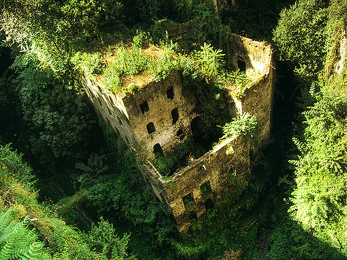 Abandoned mill in Italy. Author: Juan Salmoral CC BY-NC-ND 2.0