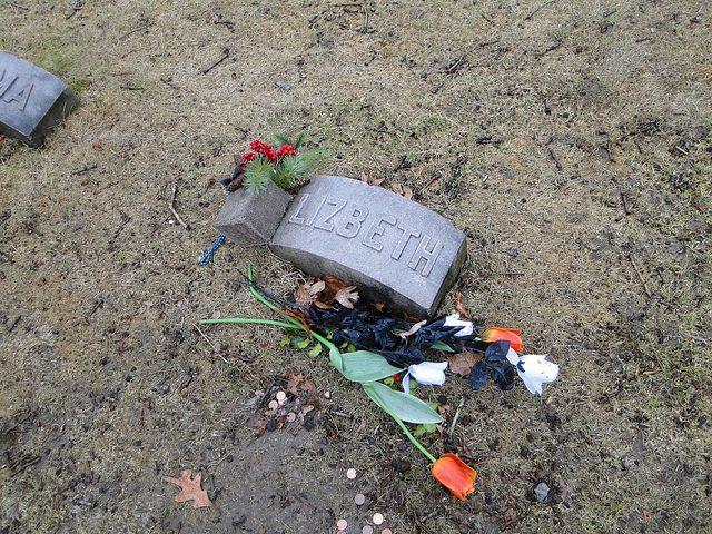 Lizzie Borden grave site. Author:jjandamesCC BY-ND 2.0