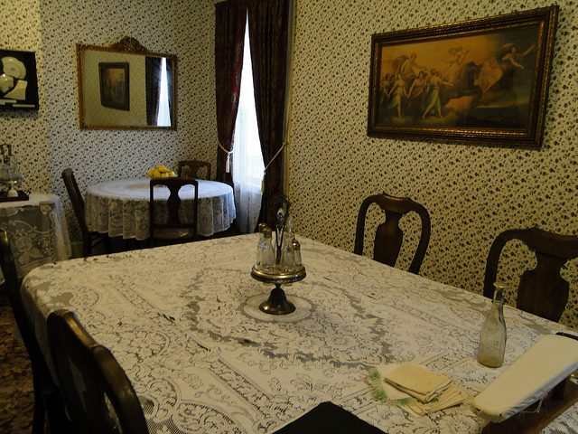 The dining room of the Borden family house. Author:jjandamesCC BY-ND 2.0
