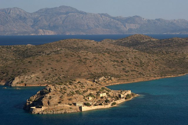 Aerial view of the island and Spinaloga Peninsula.Author: Ggia CC BY-SA 3.0