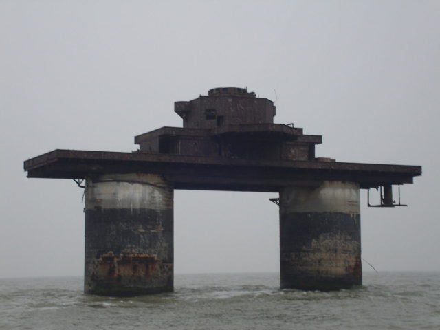 Knock John, a Maunsell Navy Fort located in the Thames Estuary, off the coast of Herne Bay– By Flaxton – CC BY-SA 3.0