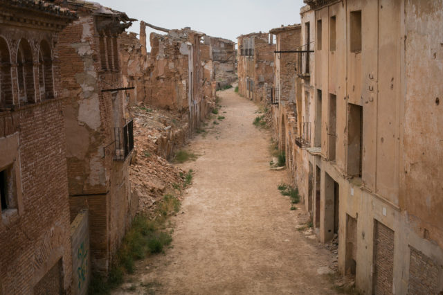 Main street of Belchite. Author:_dChris CC BY2.0