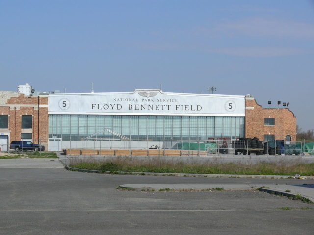 Hangar at the former Floyd Bennett Field. Author: Ad Meskens CC-BY SA 3.0