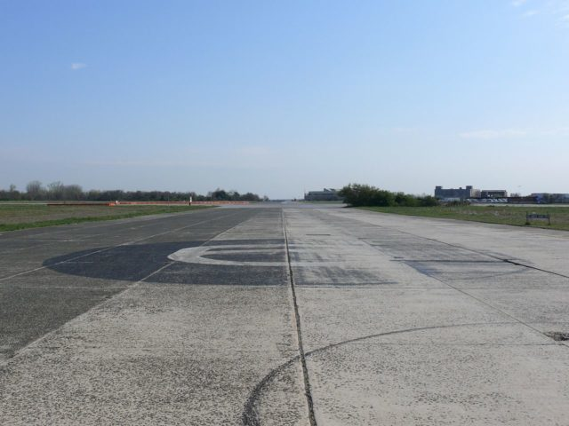 Runway 6 at the former Floyd Bennett Field. Author: Ad Meskens CC-BY SA3.0