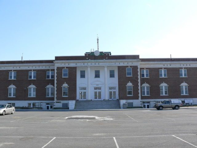 Administration Building at the former Floyd Bennett Field. Author: Ad Meskens CC-BY SA