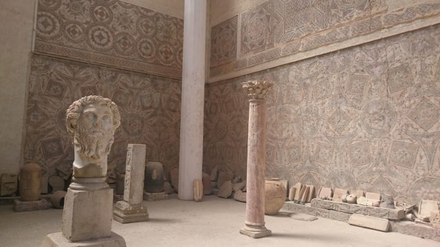 The walls of the museum are entirely covered with mosaics. Author: Elwardiyouness CC BY-SA 3.0