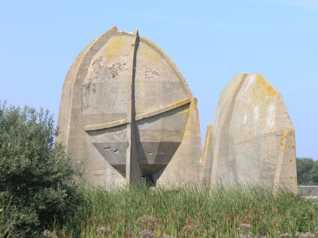 Sound Mirrors at Denge. Author:Hywel Williams CC BY SA 2.0