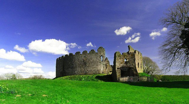 Robert de Cardinham designed the current look of the castle. Author:Darren Shilson CC BY2.0