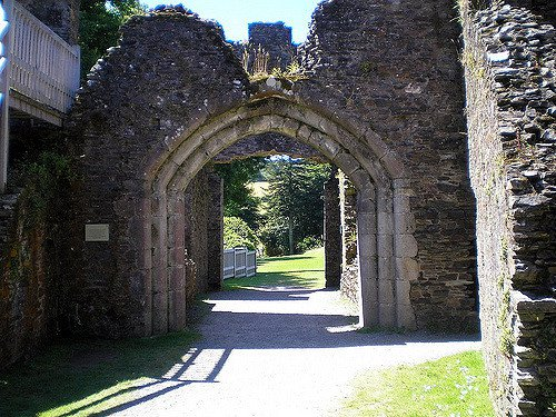 The entrance of the castle from the inside. Author: Judy Ginn CC BY2.0