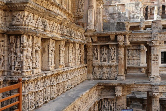 The step well is filled with detailed religious and mythological sculptures. Author:Bernard Gagnon CC BY-SA 3.0