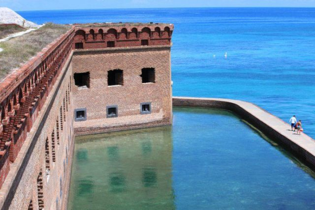 Outer walls of Fort Jefferson. Author: Sandy Auriene Sullivan CC BY 2.0