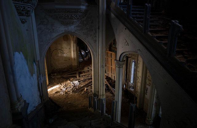 Castle Miranda decaying.Author:zzktCC BY-SA 2.0