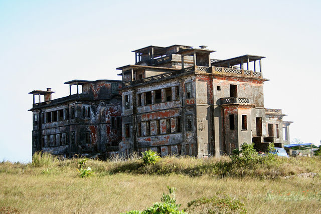 Bokor Palace Hotel in 2007. Author:Matnkat CC BY 2.5
