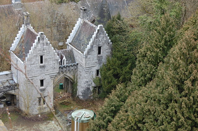 The entrance gate of the Miranda Castle. Author: Pel Laurens CC BY 3.0