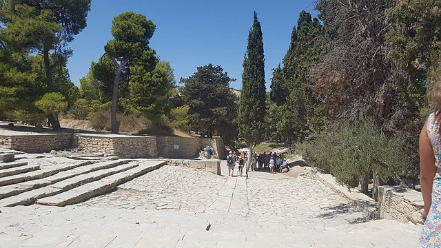 Reception courtyard in the palace of Knossos. Author: Dougal96 CC BY-SA 4.0