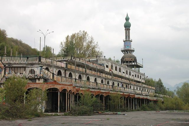 The minaret in Consonno.Author:Marco SbroggiòCC BY-SA 4.0
