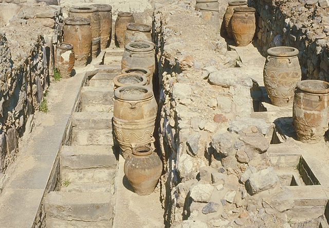 Pithoi (storage jars), which stored wet and dry consumables, such as wine, oil, and grain. Author: Agostino64 CC BY-SA 3.0