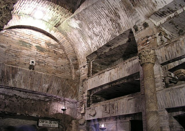 The Crypt of the Popes.Author:Dnalor 01CC BY-SA 3.0