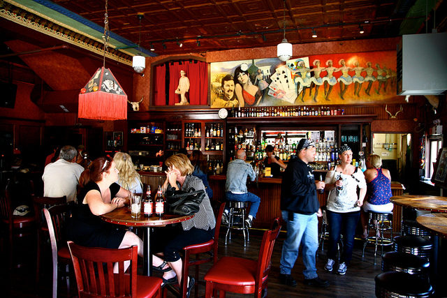Hanging out in a saloon – Jerome, Arizona. Author: Ryan HarveyCC BY-SA 2.0