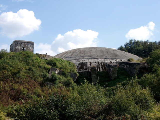 Exterior view of la Coupole – The Dome. Author:Clare Wilkinson CC BY 2.0