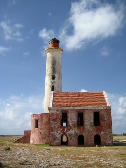 Photograph of the only building on Klein Curaçao, a lighthouse.Mjhagen– CC-BY 3.0
