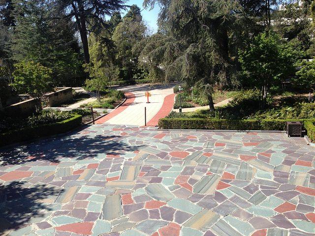 Greystone courtyard.Author:adpowersCC BY 2.0