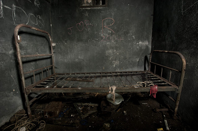 The vandalized interior of Culham ROC post.Author:True British Metal CC BY-NC-SA 2.0