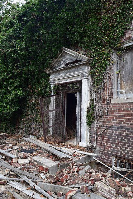 Abandoned Doorway. Author:Preservation MarylandCC BY-SA 2.0