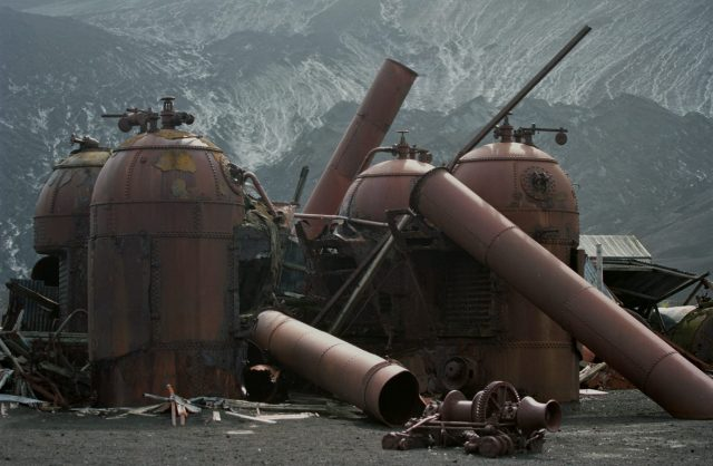 Remains of the whaling station's boilers. Author:Jerzy StrzeleckiCC BY 3.0