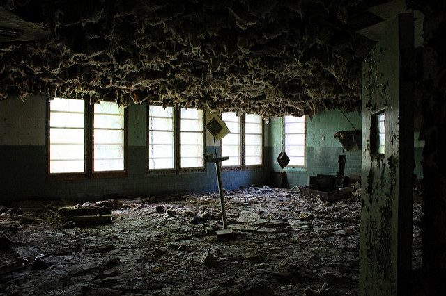 Asbestos hanging from the ceiling.Author:Will FisherCC BY-SA 2.0
