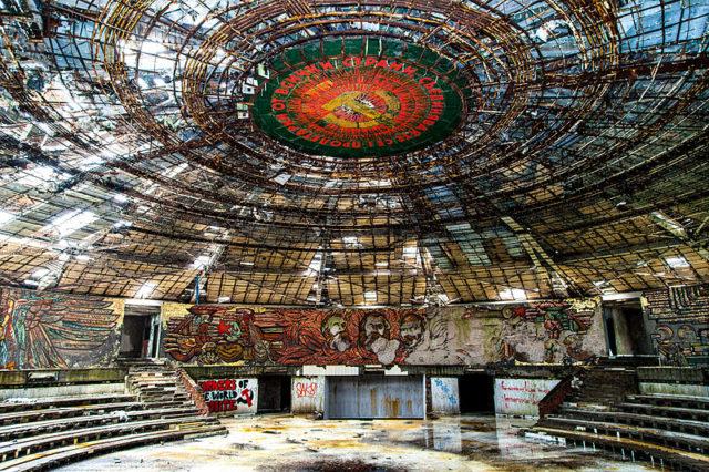 Buzludzha Monument Auditorium. Author:Stanislav TraykovCC BY 3.0