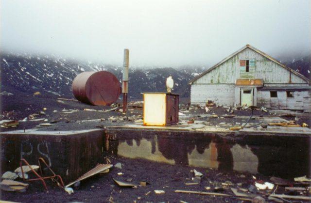 Destroyed English base. Author:Apcbg CC BY-SA 3.0