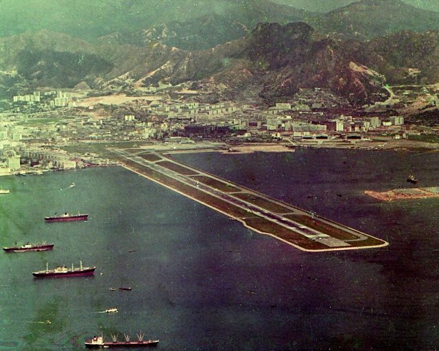 Aerial view of the airport in 1971, three years before the 1974 extension.Author:Barbara Ann SpenglerCC BY 2.0