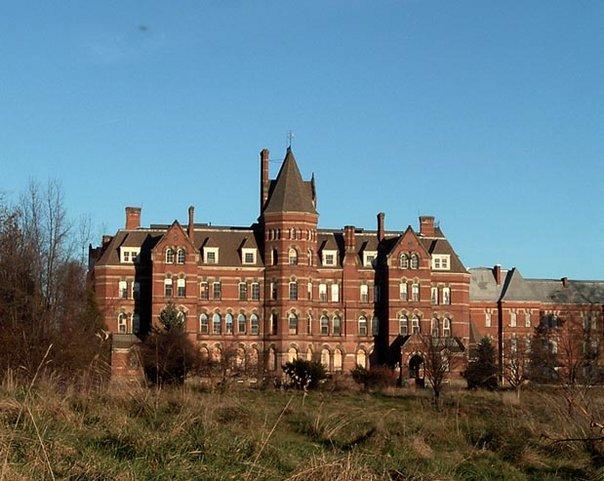 Hudson River State Hospital. Author:HviolaCC BY-SA 3.0