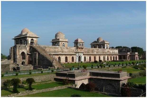 Jahaz Mahal entrance, Mandu, Madhya Pradesh, India. Jahaz Mahal CC BY 2.0