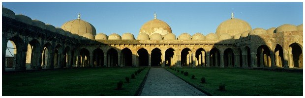 The courtyard of the Jami Masjid. Pavel Suprun CC BY 3.0