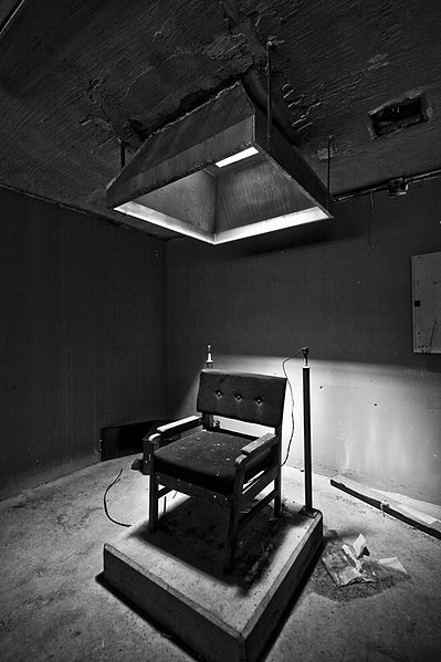 The electric chair chamber on death row. Author:Dave.scaglioneCC BY-SA 3.0
