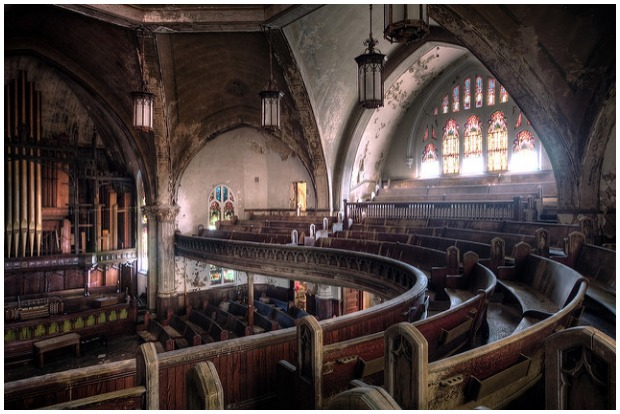 The Woodward Avenue Presbyterian Church in Detroit, Michigan. Built in 1911 in the Gothic revival style, it is now abandoned and has fallen into disrepair. However, the structure still stands. Rick Harris CC BY 2.0
