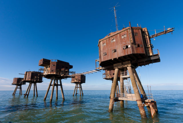 The Red Sands Maunsell sea fort in the Thames Estuary, off the north coast of Kent– By Russss – CC BY-SA 3.0
