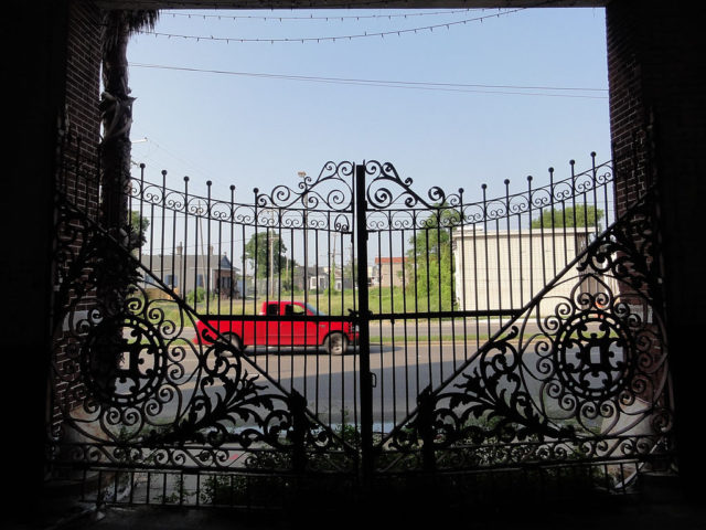 Dixie Brewery, New Orleans. View out the main gate towards Tulane Avenue. Author: Bart Everson CC BY 2.0