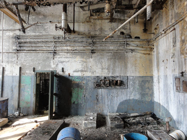 Interior of the Dixie Brewery, New Orleans. Ruined in the Hurricane Katrina levee failure disaster almost 5 years earlier. Author: Bart Everson CC BY 2.0