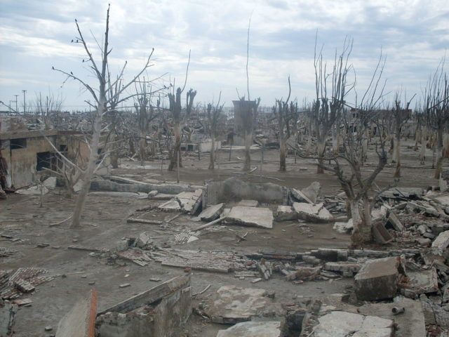 Ruins of Epecuén. – By Santiago Mmatamoro – CC BY 3.0