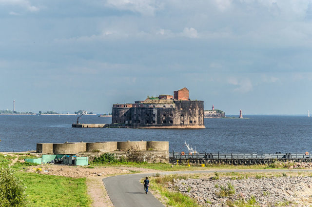 View of Fort Alexander from Kronstadt. Author: Alex 'Florstein' Fedorov CC BY-SA 4.0