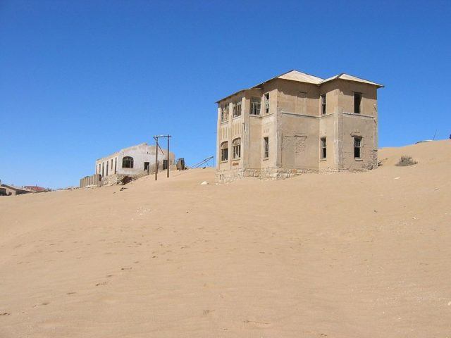 Abandoned houses in Kolmanskop. Author: Harald Süpfle CC BY 2.5
