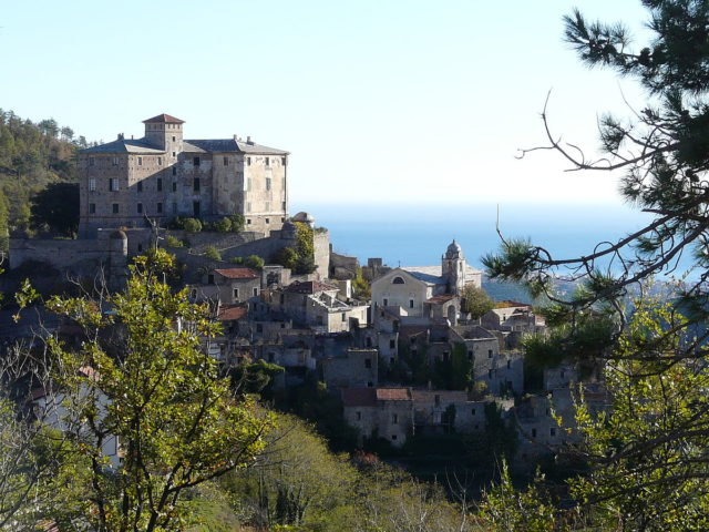 View of Balestrino's castle and St. George's church. Author: Davide Papalini CC BY-SA 3.0