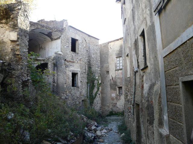 Demolished houses. Author: Davide Papalini CC BY-SA 3.0