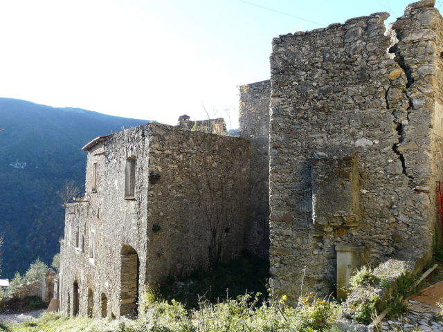 Ruins of Balestrino II. Author: Davide Papalini CC BY-SA 3.0