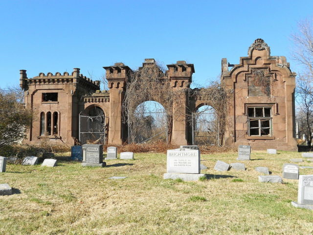 Gatehouse designed by Stephen Decatur Button in 1855 for the Mt. Moriah Cemetery. Author:Smallbones CC0
